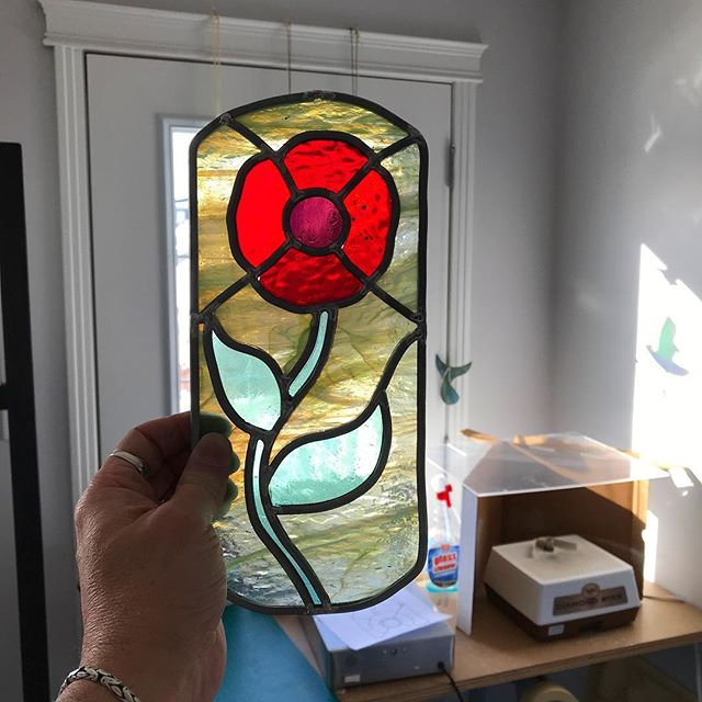 Day 21: A prototype panel for a glass & wood backlighting project. #leadlight #stainedglass #papaver #poppies #experiment #challengemyself #Ipreferlead