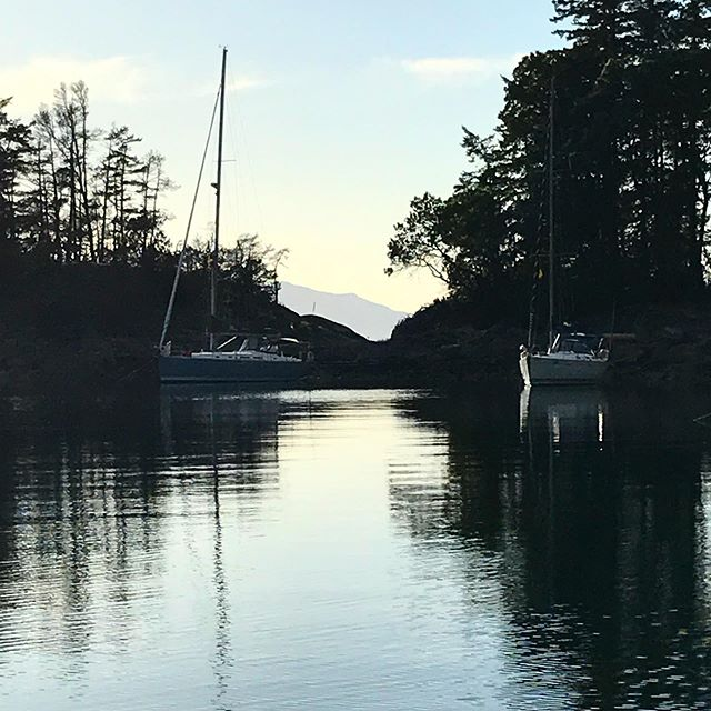 Santé and Kerkyra of @nanaimoyachtcharters enjoying a gorgeous evening in Smuggler Cove.
